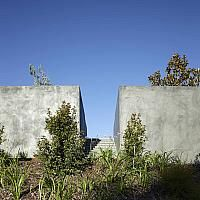 Concrete-mixed-element-Two-Roads-House 34